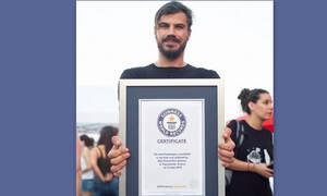 Απίστευτο! Ο Άκης Πετρετζίκης μπήκε στο βιβλίο Guinness (Photos)
