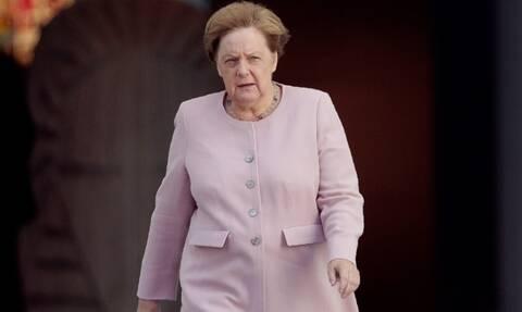 Μέρκελ: Tι απαντά για το ξαφνικό τρέμουλο