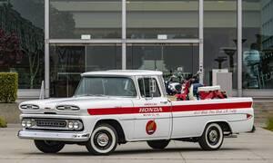 Γιατί η Honda γιορτάζει τα 60 χρόνια της στις ΗΠΑ αναπαλαιώνοντας ένα ημι-φορτηγό της Chevrolet;