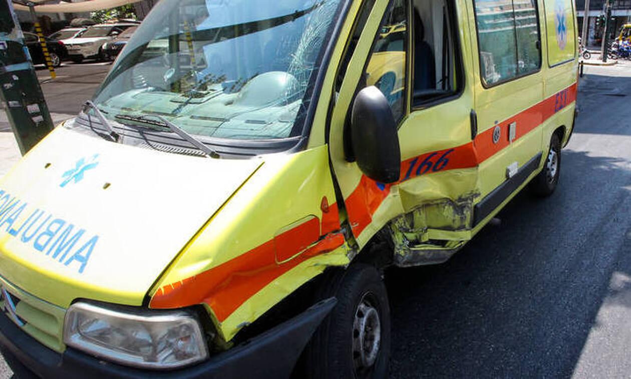 Ηλικιωμένος οδηγός μπήκε στο αντίθετο ρεύμα και συγκρούστηκε με ασθενοφόρο