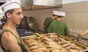 Τρία φαγητά του ελληνικού στρατού που θα τρώμε πάντα (pics)