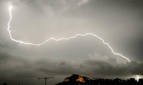 Καιρός: Ακόμα μία ημέρα με καταιγίδες, χαλάζι και κεραυνούς - Δείτε πού θα «χτυπήσει» η κακοκαιρία
