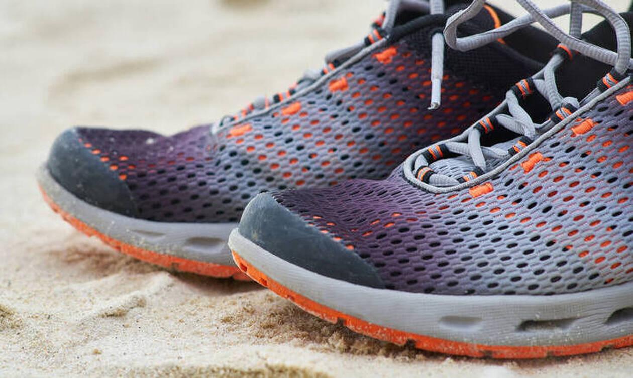 Λύθηκε το μυστήριο - Γιατί ξεβράζονται εκατοντάδες αθλητικά παπούτσια σε παραλίες