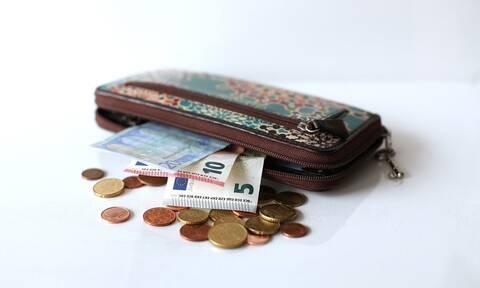 «Βρέχει» λεφτά τις επόμενες ημέρες: Ποιοι και πόσα θα πάρουν