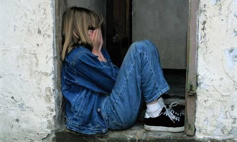 Φθιώτιδα: Επισκεπτόταν την ΑμεΑ εγγονή φίλων του και ασελγούσε σε βάρος της