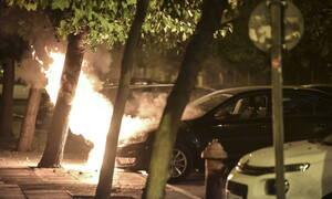 Μπαράζ εμπρησμών σε οχήματα τα ξημερώματα στην Αθήνα