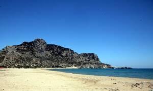 «Πάγωσαν» στην Ρόδο με αυτό που είδαν στην παραλία (pics)