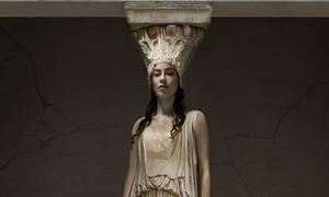 Ελληνίδα τραγούδησε στο Βρετανικό Μουσείο για την επιστροφή των Γλυπτών του Παρθενώνα (vid)