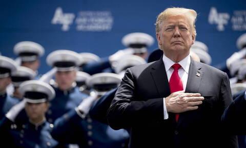 Ο Ντόναλντ Τραμπ διαβεβαιώνει ότι «δεν θέλει πόλεμο» με το Ιράν