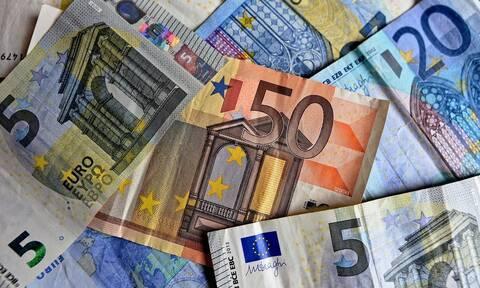 Ποιοι και πόσα χρήματα θα πάρουν χρήματα έως το τέλος του μήνα - Αναλυτικά οι ημερομηνίες