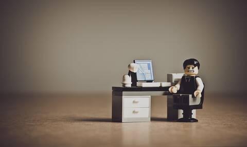 Έρευνα: Οι πολλές ώρες εργασίας αυξάνουν τον κίνδυνο εγκεφαλικού