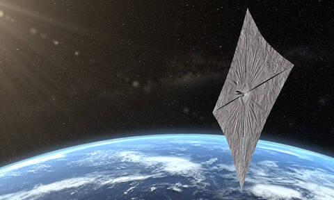 Ένα «ηλιακό ιστιοφόρο» ανοίγει πανιά για το Διάστημα (vid)
