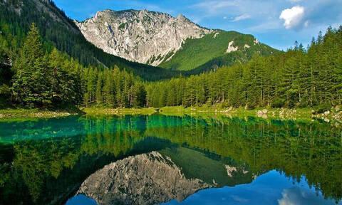 Απολαυστικό φαινόμενο! Η λίμνη που εμφανίζεται μόνο έξι μήνες! (pics+vid)