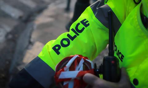 Σοκ: Πήγε στο αστυνομικό τμήμα μέσα στα αίματα - Τι είχε συμβεί