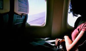 Γυναίκα έζησε τον απόλυτο τρόμο μέσα στο αεροπλάνο - Δείτε τι συνέβη