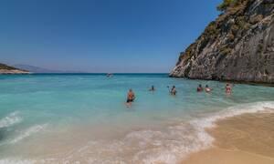 Σκιάθος: Η αναμνηστική φωτογραφία στην παραλία κατέληξε σε... εφιάλτη