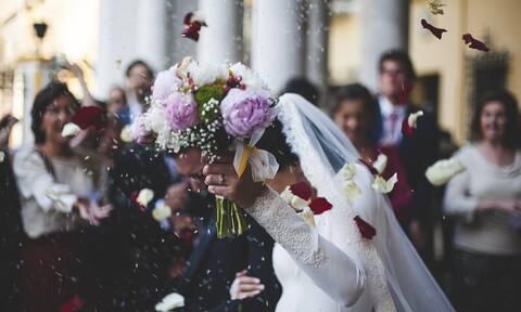 Επικός γάμος στην Κρήτη: Η είσοδος της νύφης τους άφησε όλους άφωνους