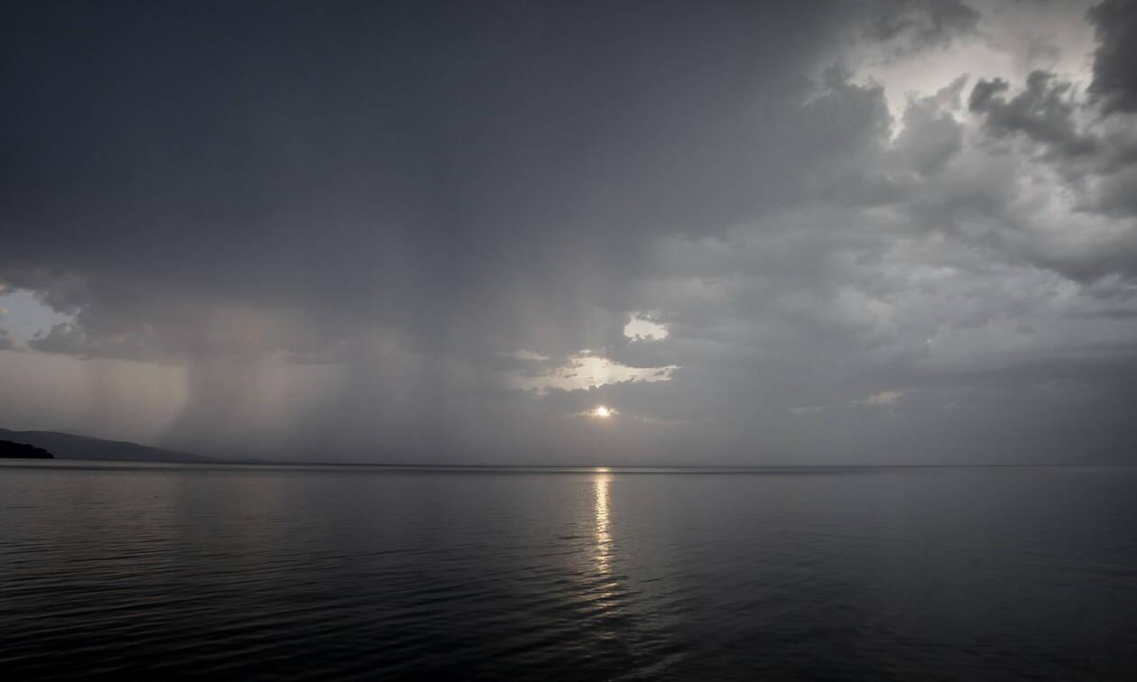 Καιρός - Έκτακτο Δελτίο ΕΜΥ: Στα ύψη και τη Δευτέρα η θερμοκρασία με χαλάζι και ισχυρές βροχές