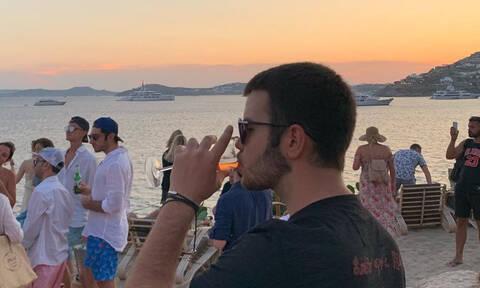Άγγελος Λάτσιος: To beach party, η τούρτα γενεθλίων και το σχόλιο της Λάουρας (pics)