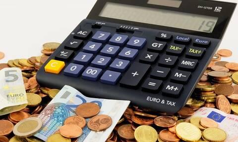 Γεμίζουν από σήμερα οι τραπεζικοί λογαριασμοί - Δείτε ποιοι και πότε θα πάνε στο ταμείο
