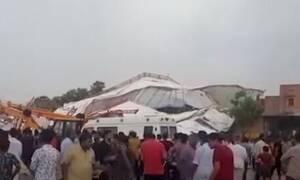 Τραγωδία: Τουλάχιστον 14 νεκροί από την κατάρρευση τέντας (vid)