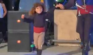 Δείτε το παιδί-θαύμα που μια μέρα θα γίνει ο καλύτερος χορευτής της Κρήτης