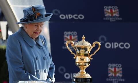 Απίστευτο ξύλο δίπλα στην Βασίλισσα - Πώς αντέδρασε η Ελισάβετ