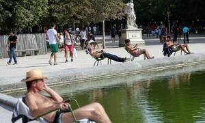 Ο καιρός τρελάθηκε: Καύσωνας με θερμοκρασίες ρεκόρ στην Ευρώπη – Καταιγίδες στην Ελλάδα