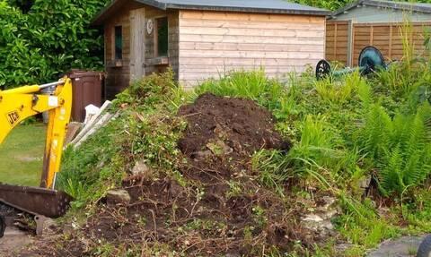Ο κήπος έκρυβε ένα τρομερό «μυστικό» - Δείτε τι εντόπισαν (pics)