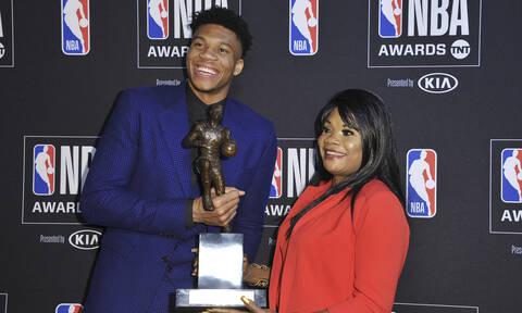 Γιάννης Αντετοκούνμπο - MVP του NBA: «Λύγισε» η μητέρα του (pics&vid)