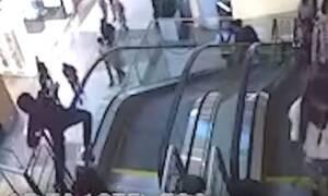 Συγκλονιστικό video: Η στιγμή που 12χρονος μαγκώθηκε σε κυλιόμενη σκάλα και πέφτει από 15 μέτρα