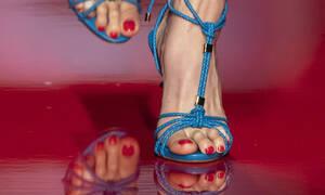 Διάβασε γιατί ΔΕΝ πρέπει να σκας τις φουσκάλες στα πόδια σου!