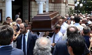 Γεννηματά και Παπανδρέου στην κηδεία του Ροβέρτου Σπυρόπουλου