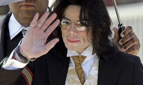 Μάικλ Τζάκσον: Έτσι τον έθαψαν - Νέες ανατριχιαστικές αποκαλύψεις
