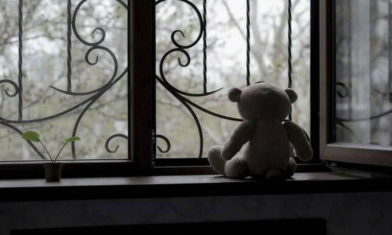 Λαμία: Στο εδώλιο ο «παππούς» που ασελγούσε σε δύο μικρά κοριτσάκια