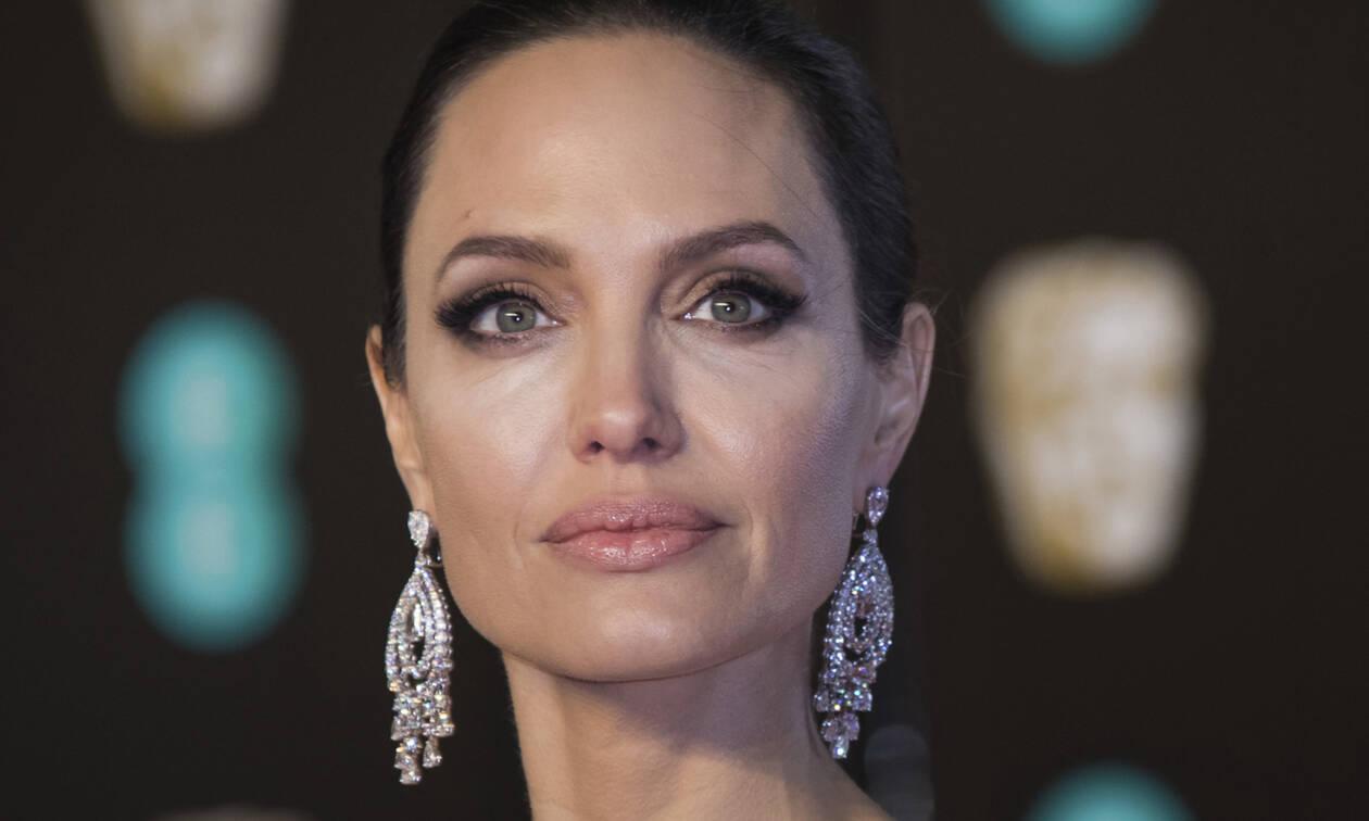 Τώρα και δημοσιογράφος η Angelina Jolie