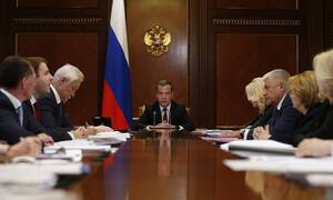 Медведев уверен в необходимости улучшать демографическую ситуацию в России