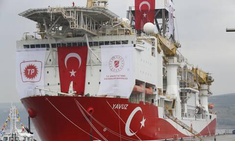 Επίδειξη ισχύος από την Άγκυρα: Συνοδεία μαχητικών κάνει βόλτες το Yavuz στη Μεσόγειο (pics)