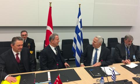 Συνάντηση Ακάρ – Αποστολάκη: Οι κόκκινες γραμμές και τα αδιέξοδα στο τραπέζι