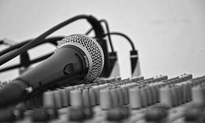 Πέθανε ο πατέρας πασίγνωστου τραγουδιστή σε ηλικία 67 ετών από καρδιακή προσβολή