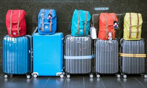 Πανικός στο αεροδρόμιο: «Άφωνοι» οι αστυνομικοί όταν άνοιξαν τις βαλίτσες (vid)