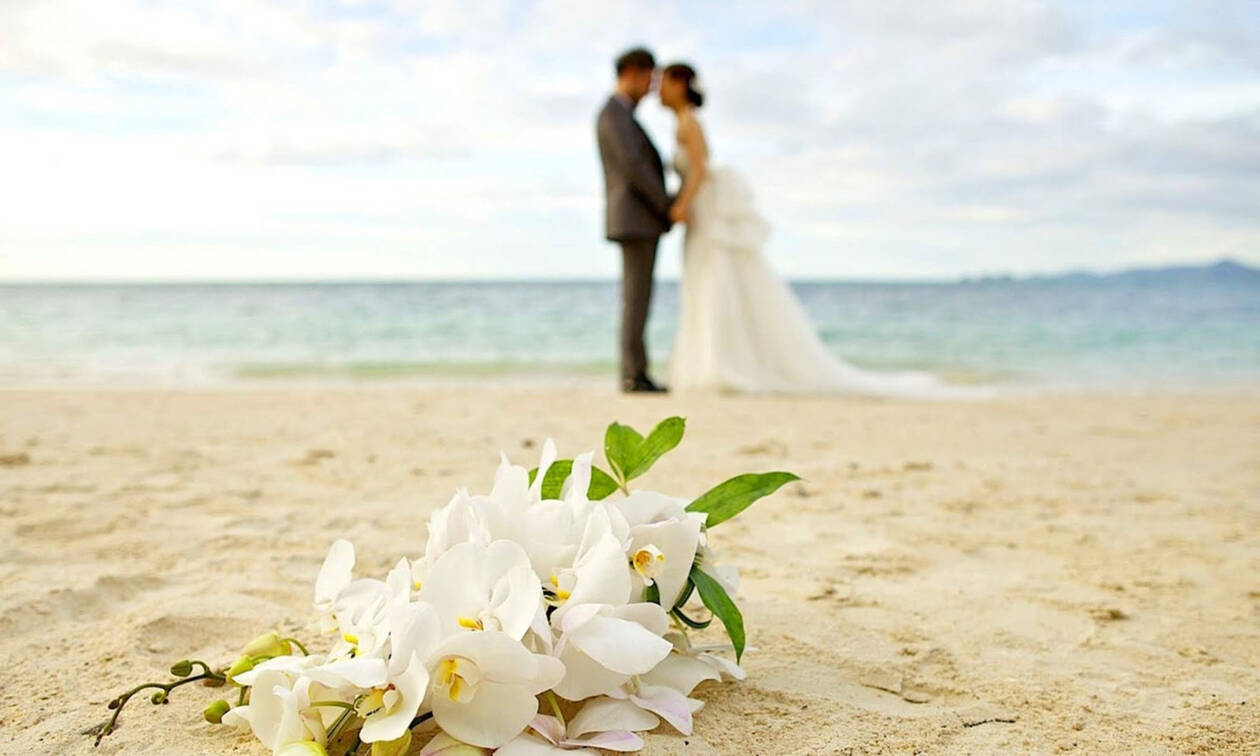 Γάμος στη showbiz! Παντρεύτηκε κρυφά και εμείς έχουμε τις φωτογραφίες