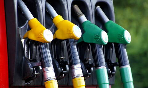 Μικτά πρόσημα στη Wall Street - «Άλμα» στην τιμή της βενζίνης