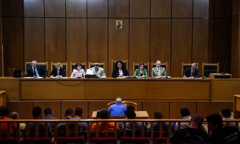 Δίκη Χρυσής Αυγής: Κατέρρευσε ο κατηγορούμενος Πατέλης (pics)