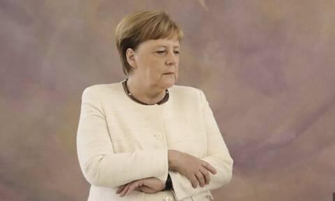 Βίντεο ντοκουμέντο: Η Άνγκελα Μέρκελ άρχισε να τρέμει ξανά - Ανησυχία για την Καγκελάριο
