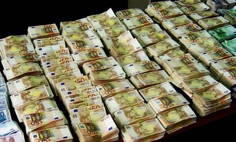 H ληστεία του αιώνα: Προσποιήθηκαν τους αστυνομικούς και απέσπασαν 3,25 εκ. ευρώ από το θύμα τους