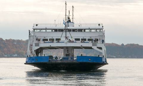 Τραγικό δυστύχημα: Τροχόσπιτο «προσγειώθηκε» σε πλοίο - Ένας νεκρός (vid)