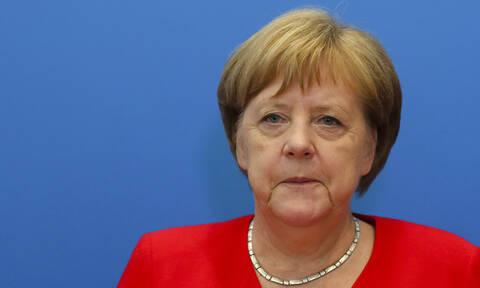 Άνγκελα Μέρκελ: Όλοι ψάχνουν γιατί τρέμει η καγκελάριος – Κρύβει την αλήθεια το Βερολίνο;