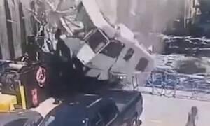 Δυστύχημα - σοκ: Τροχόσπιτο «πετάει» και «καρφώνεται» σε πλοίο