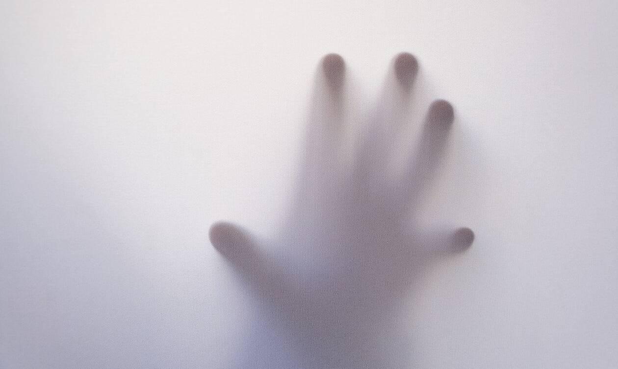 Ανατριχίλα: Φάντασμα «εισέβαλε» σε μαγαζί και δεν θα πιστεύετε τι… έβαλε στο μάτι (vid)